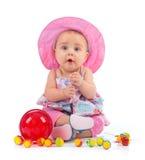 有棒棒糖的逗人喜爱的女性小孩 库存照片