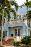 有棕榈垂直构成的佛罗里达房子 图库摄影