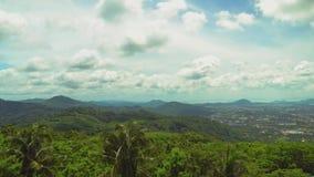 有棕榈树和金合欢的一个密林在山 2007美丽的海岛横向mindanao菲律宾生动描述被采取的热带 股票视频