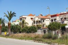 有棕榈的街道在唐基尔,摩洛哥 免版税图库摄影