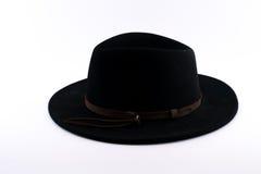 有棕色条纹的黑浅顶软呢帽帽子 库存图片