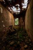 有椅子的-被放弃的结核病疗养院遗弃崩溃的办公室-新泽西 免版税库存照片