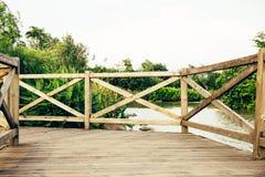 有楼梯栏杆的木甲板 免版税库存照片