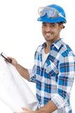 有楼面布置图的年轻建筑师 免版税库存照片