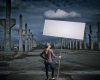 有横幅的妇女 免版税图库摄影