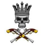 有横渡的手枪的被加冠的海盗头骨 图库摄影