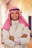 有横渡的胳膊的微笑的阿拉伯人 免版税库存照片