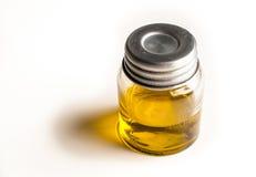 有橄榄油的瓶子 免版税库存照片