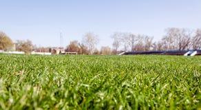 有橄榄球场的空的体育场竞技场 图库摄影