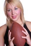 有橄榄球的夫人 免版税库存图片