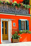 有橙色前面的意大利房子 库存图片