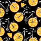有橙色轮子的水彩无缝的样式自行车 背景五颜六色的例证夏天向量 免版税库存照片