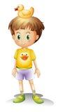有橡胶鸭子的一个小男孩 免版税库存图片