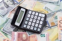有欧元和美元钞票的计算器 免版税库存照片