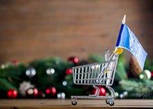 有欧洲联盟标志的超级市场推车 免版税库存照片