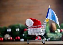 有欧洲联盟标志的超级市场推车 免版税库存图片