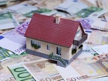 有欧洲钞票的之家 库存照片