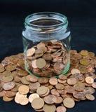 有欧洲分硬币的瓶子 库存图片