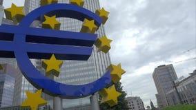 有欧洲标志的法兰克福市在欧洲央行 股票录像