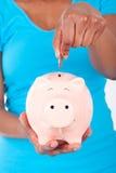有欧洲票据的微笑的存钱罐 免版税库存图片