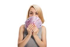 有欧洲钞票的微笑的女孩 库存图片