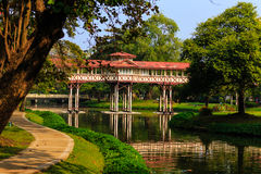 有欧洲风格的美丽的SanamChan宫殿在NakornPrathom的泰国历史的庭院里 库存图片