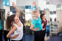 有正面的女性体操类 免版税库存图片