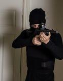 有步枪的人 库存图片