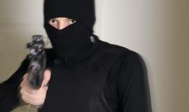 有步枪的人 免版税图库摄影