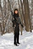 有步枪的危险性感的女孩 免版税库存照片