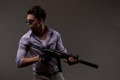 有步枪的射击者 免版税库存照片
