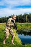 有步枪的战士 免版税库存照片