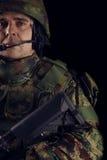 有步枪的特种部队战士在黑暗的背景 图库摄影