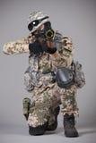 有步枪瞄准的狙击手 免版税库存照片