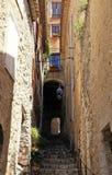 有步的狭窄的街道在中世纪圣保罗de Vence 库存图片
