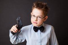 有武器的一个小男孩 免版税图库摄影