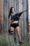 有武器的美丽的女孩 免版税库存照片