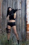 有武器的美丽的女孩 库存照片
