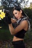 有武器的美丽的女孩 免版税库存图片