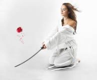 有武士剑的可爱的年轻性感的妇女 库存照片