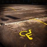 有残障的停车符号 免版税图库摄影