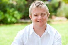 年轻有残障的男孩。 图库摄影
