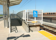 有残障的轻的铁路运输舷梯岗位 免版税库存照片