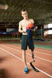 有残障的运动员在体育场内 库存照片