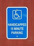 有残障15周详停车处标志 免版税库存照片