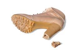 有残破的一双鞋子由脚跟 免版税库存图片