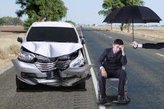 有残破的汽车的功能失效人 免版税库存图片