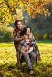 有母亲的有同情心的女儿 免版税库存图片