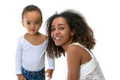 有母亲的非洲男孩 库存图片