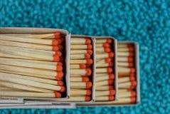 有比赛的火柴盒在蓝色背景 免版税图库摄影